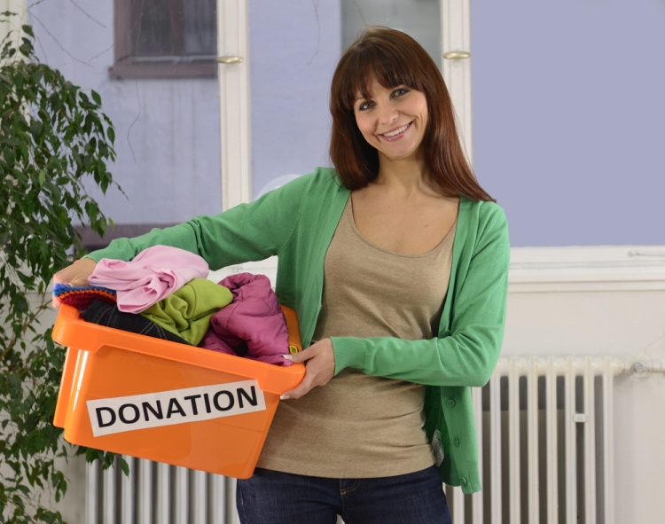 donating-clothes-lady
